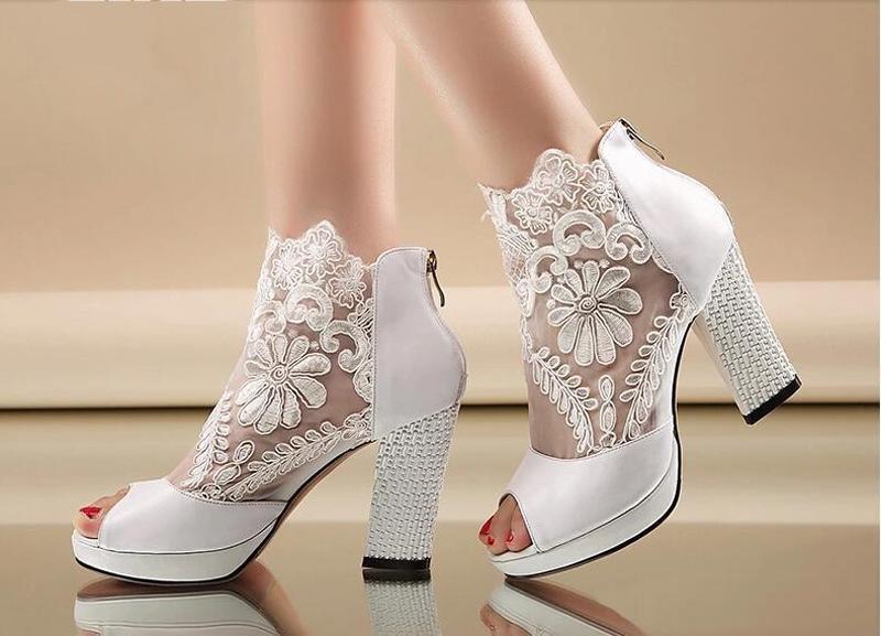 Свадебные ботильоны белые кружевные с открытым носком