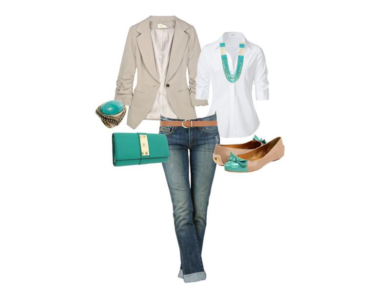 Комплект одежды: джинсы, бежевые балетки, белая блузка, бежевый пиджак, зеленая сумочка