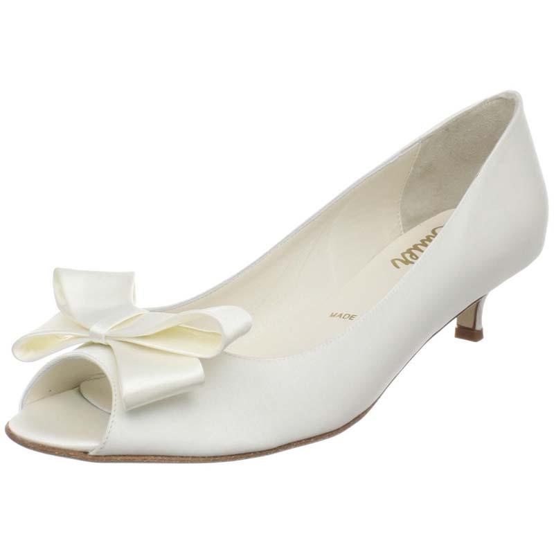 Свадебные туфли с бантиком на низком каблуке белые