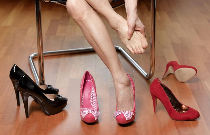 Устали ноги в туфлях, массаж ног