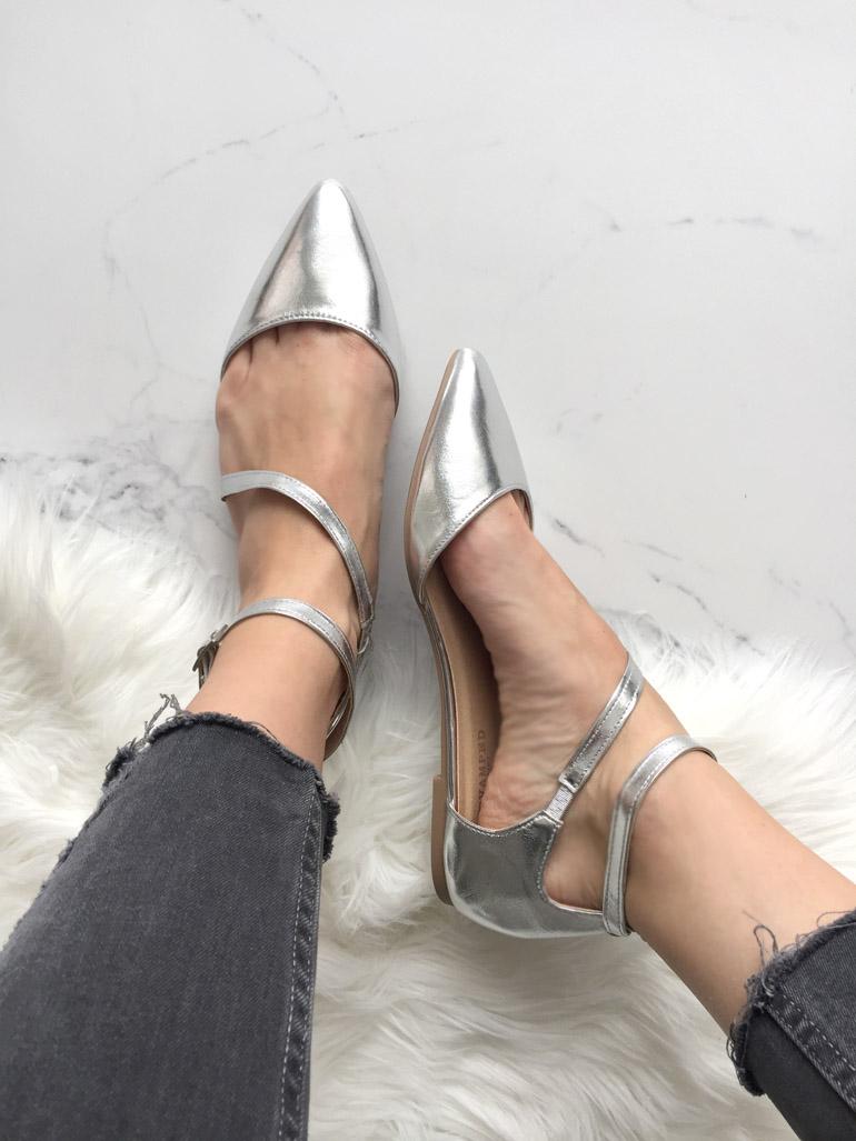 Серебристые невинные туфли от DIXIE