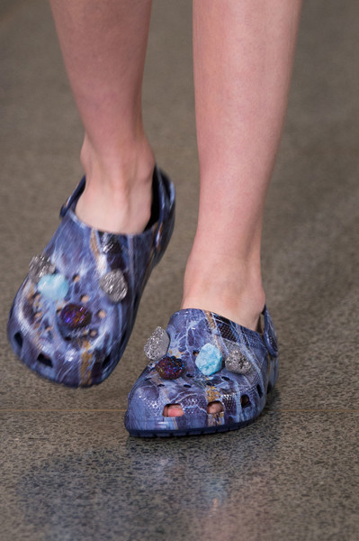 Кристофер Кейн туфли на неделе моды в Лондоне 2017