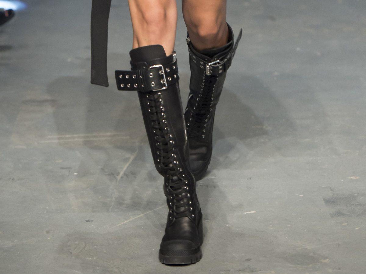 Versus Versace байкерские сапоги на неделе моды в Лондоне весна лето 2017