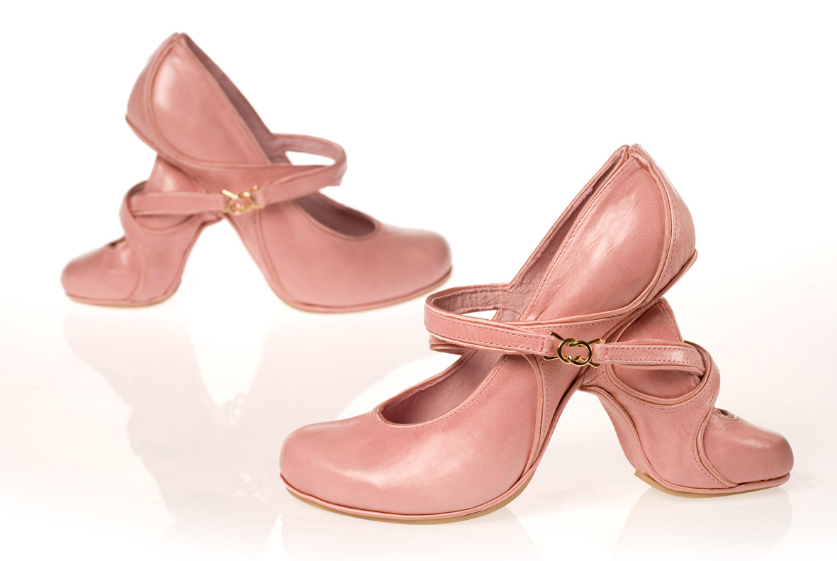 розовые странные туфли