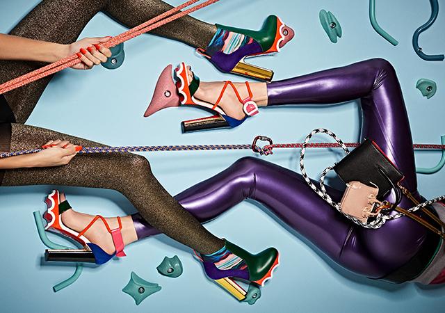 Яркие туфли на высоком каблуке по-спортивному от Кристиана Лубутена