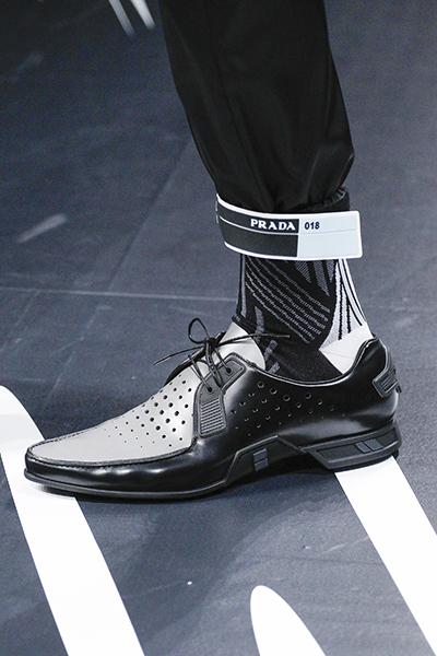 черно-белые мужские туфли Prada