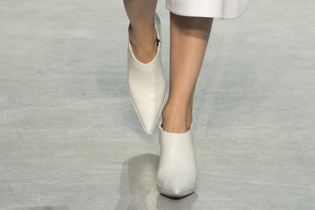 белые закрытые туфли от Marni весна-лето 2017