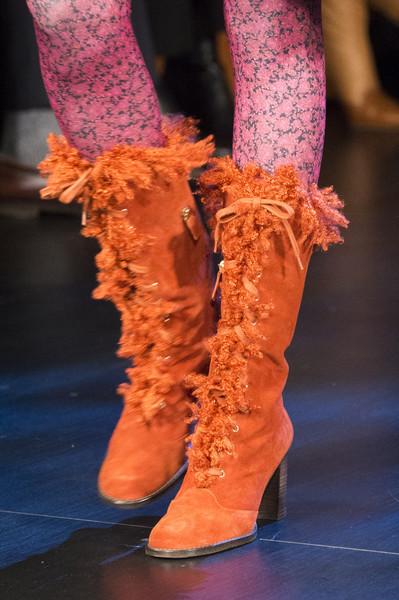 рыжие сапоги от Anna Sui