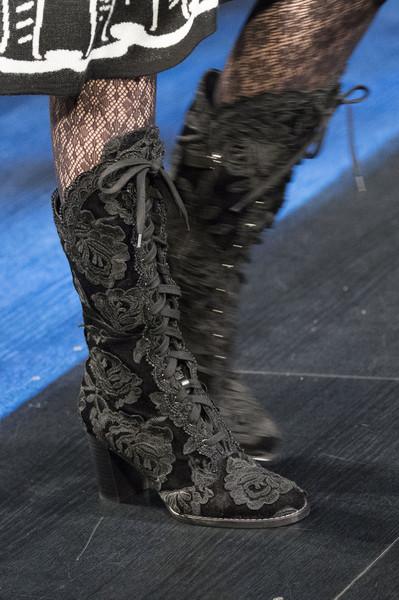 Черные сапоги от Anna Sui