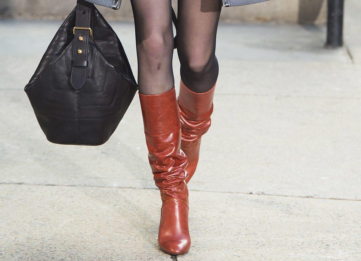 коричневые женские сапоги от Marc Jacobs