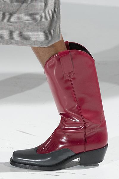 бордовые сапоги от Calvin Klein