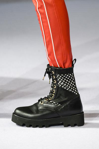 Черные ботинки от Альтузарра