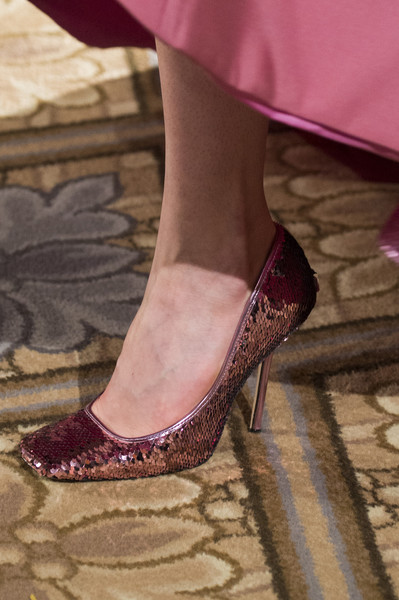 Бордовые туфли от Christian Siriano