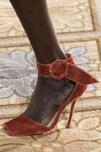 Бархатные туфли от Christian Siriano