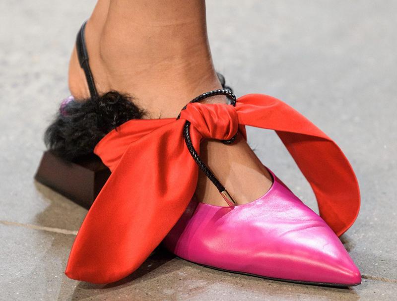 розовые туфли с красным бантом