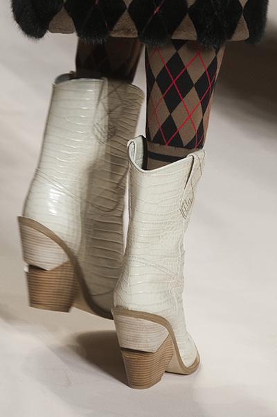 белые ботинки от Fendi