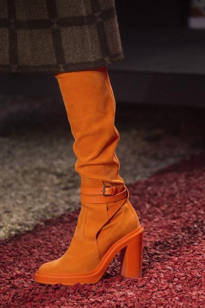 оранжевые сапоги от Hermes