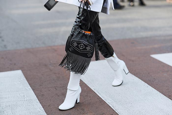 белые сапоги. Милан. Неделя моды. Осень 2018