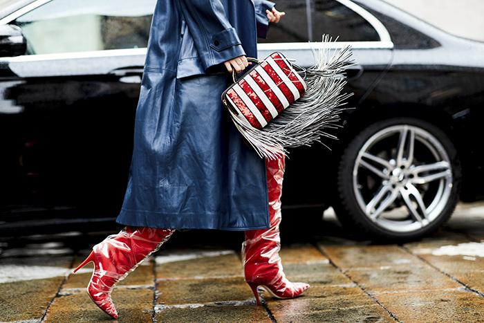красные сапоги. Неделя моды в Милане. Осень 2018