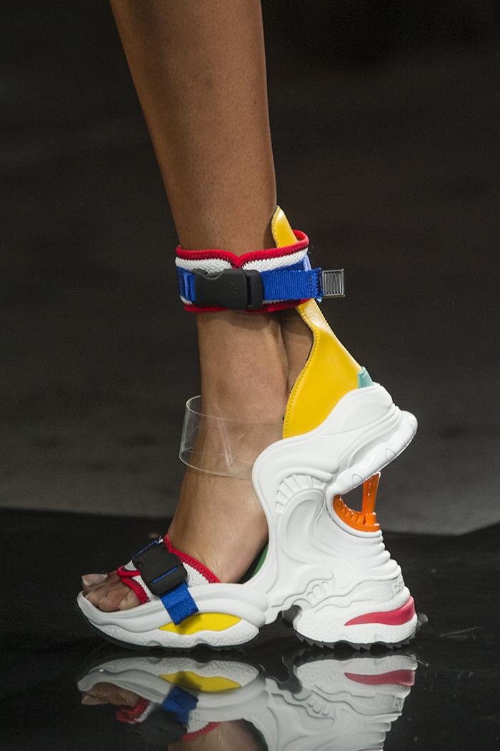 яркие кроссовки-сандалии от Dsquared2
