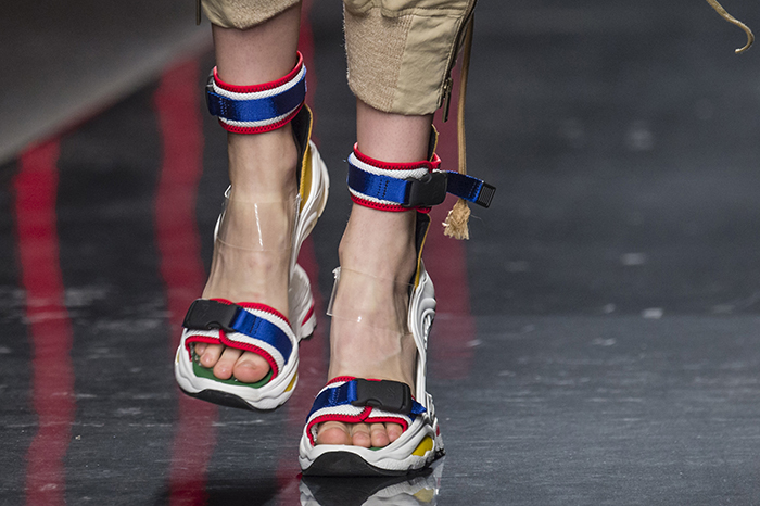 сине-желтые кроссовки-сандалии от Dsquared2