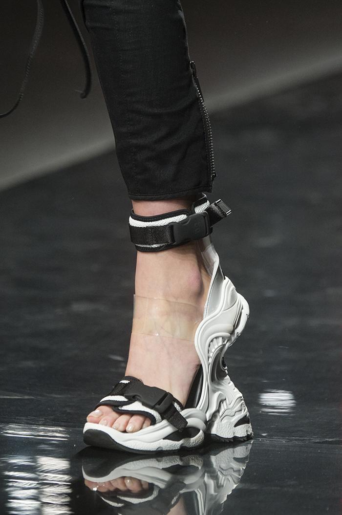 черно-белые кроссовки-сандалии от  Dsquared2