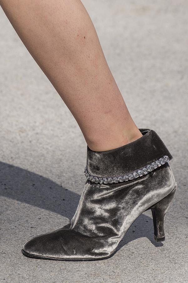 бархатные ботильоны Chanel осень 2018