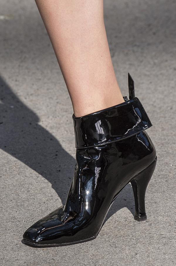 черные лаковые ботильоны Chanel осень 2018