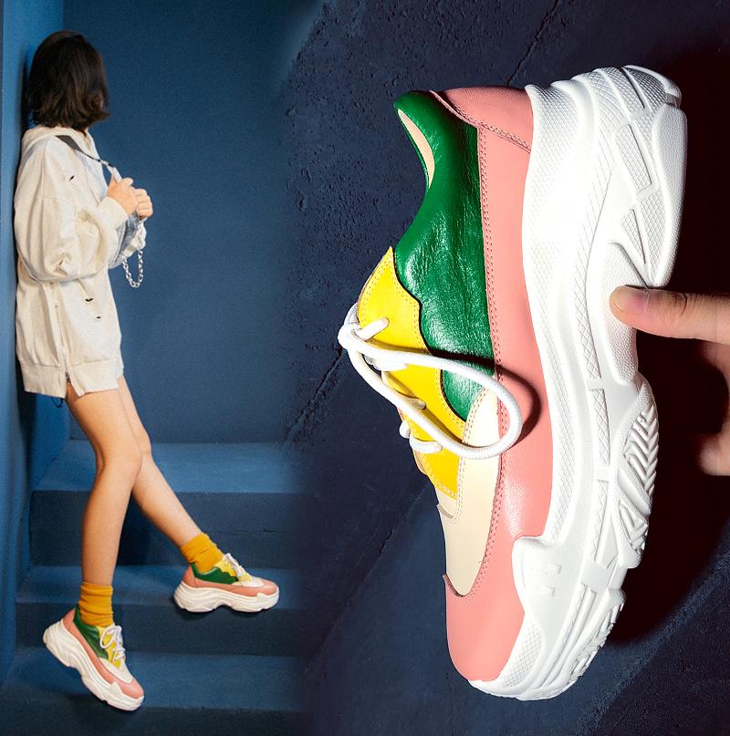 Спортивные носки и разноцветные папины кроссовки Chiko Baylea на толстой плоской платформе сочетаются идеально.