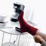 С чем носить модные сапоги носки осенью 2018