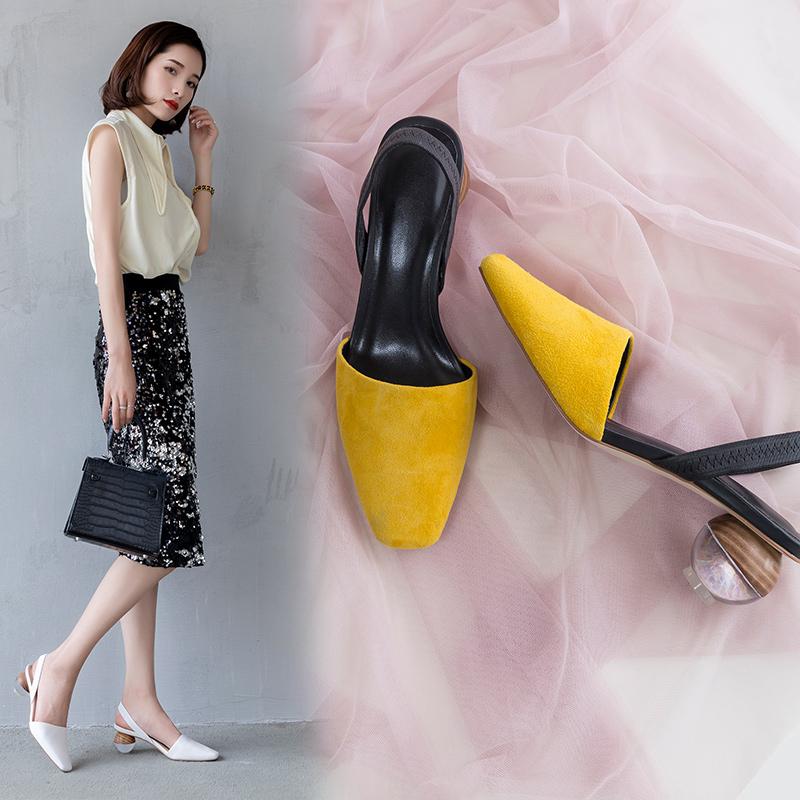 Туфли-лодочки на низкой шпильке и с ремешком на пятке