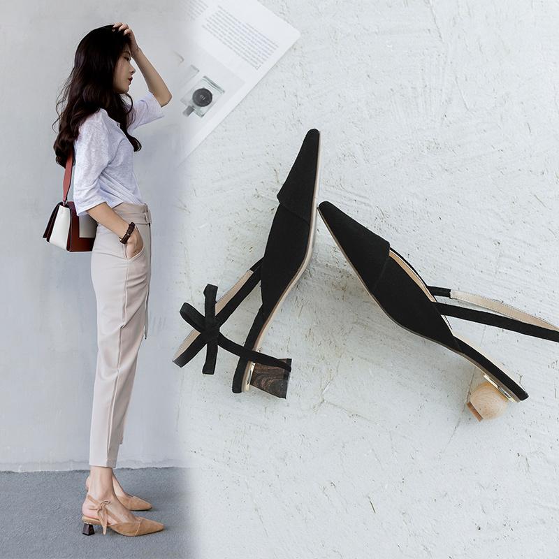 Туфли-лодочки Chiko Asheley на низкой разной шпильке с ремешками сзади