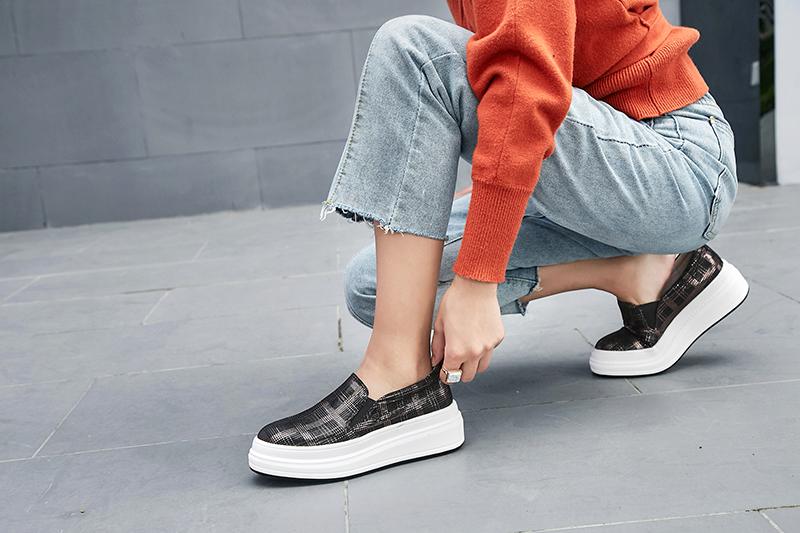 Обувь в клетку