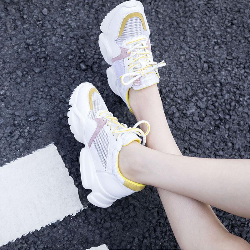 Белые папины кроссовки на толстой платформе AUBRIANNA