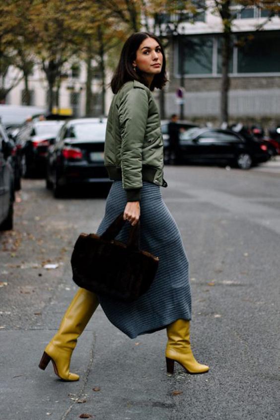 Желтые сапоги в уличном стиле