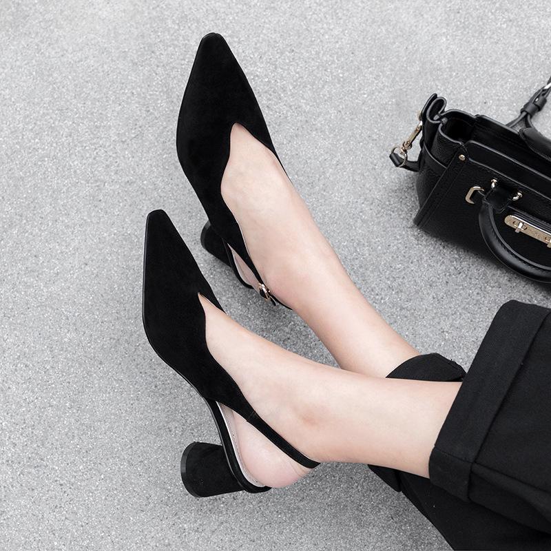 Чёрные босоножки Эвальд со скульптурным каблуком и открытой пяткой